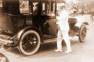 Library of Congress photo##Herbert Hoover, as U.S. food administrator near the end of the First World War, preparing to climb into a limousine.