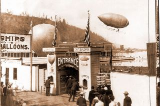 Library of Congress##Aviation pioneer Thomas Scott Baldwin's airship returns from a trip over the Exposition grounds during the 1905 Lewis and Clark Centennial Exposition. The hillsides that Lafe Pence dreamed of moving into the lake are visible to the left.