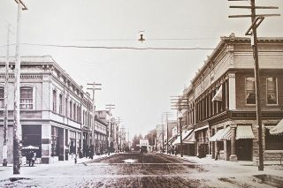 Historical photo##A photo of Third Street looking west from the intersection of Davis Street around the year 1912.