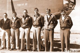 "Photo: doolittleraider.com##""Brick"" Holstrom, far right, with his B-25 crew members in 1943."