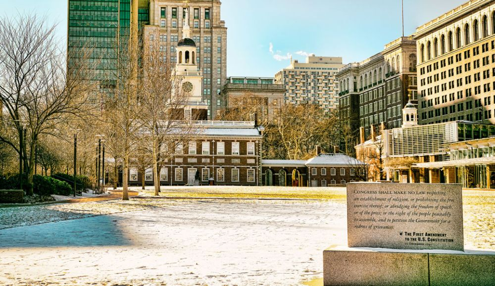 Garen M. photo/Flikr Creative Commons##Monument to the First Amendment, outside Independence Hall, Philadelphia.