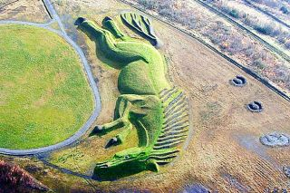 Phil Matthews photo/Creative Commons##Raised-earth sculpture depicting Sultan the Pit Pony.