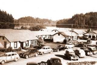 Image: Oregon History & Memories Facebook group##Currier's Village as it appeared during the late 1930s, full of late-model luxury cars.